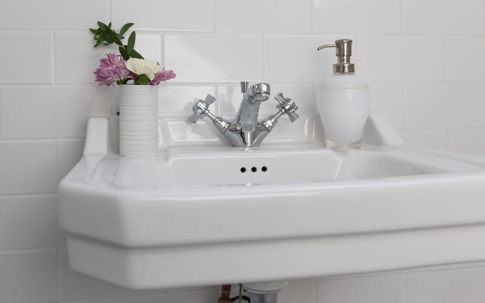 best bathroom sink - wall mounted sink